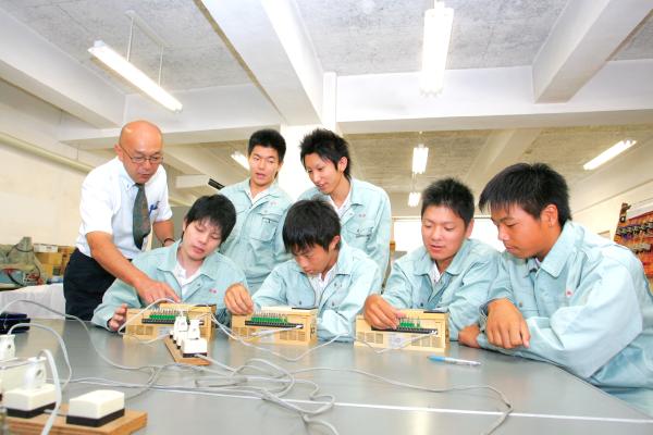 神戸村野工業高等学校 電気科の風景その1