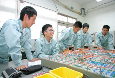 神戸村野工業高等学校 電気科紹介ページへ