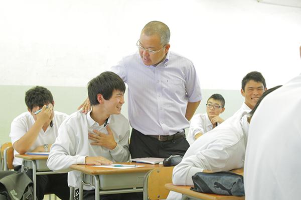 「7つの習慣®」を取り入れた「世界で成功した人」に学ぶ授業