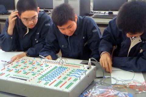 機械電子科生徒Voice