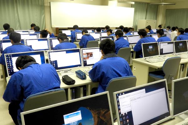 神戸村野工業高等学校 情報技術科の風景その3